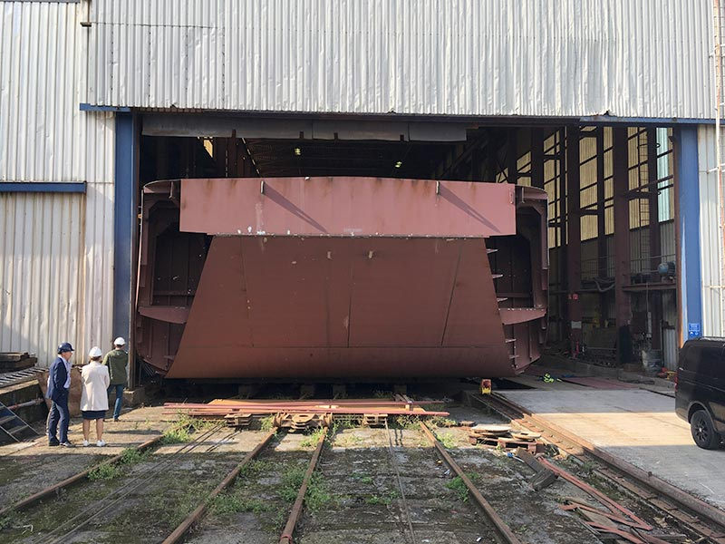 bennett's barges new barge in build