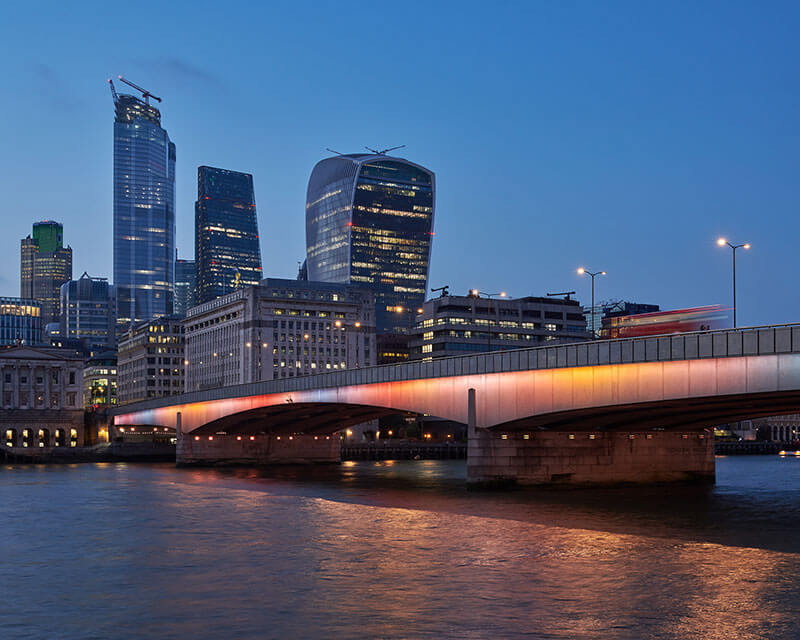 illuminated river london bridge