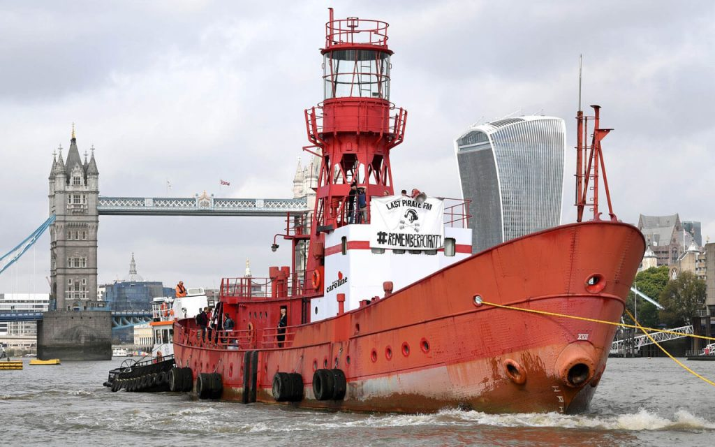 radio caroline river thames tower bridge